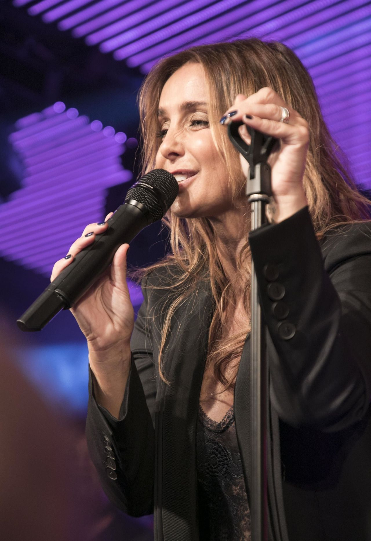 Hollywood Stars Louise Redkn Photos Performing Her First Live Show At Chelsea Football Club
