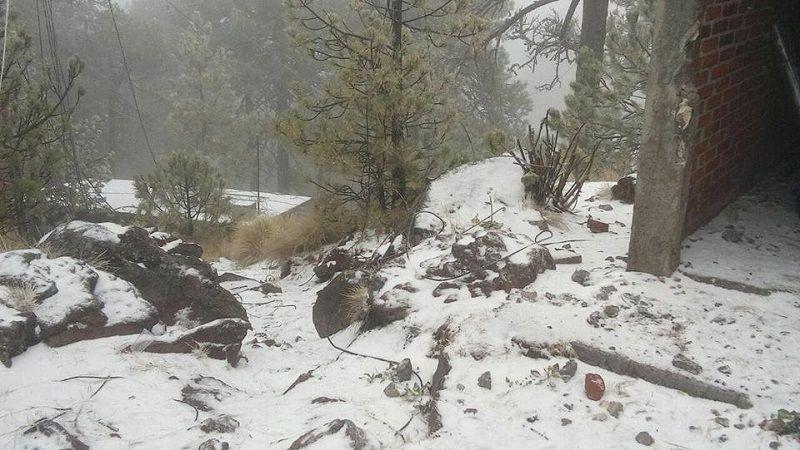 La Coordinación Estatal de Protección Civil hizo un llamado a la población a extremar precauciones ante el temporal, ya que se prevé que las nevadas continúen por la noche y ...