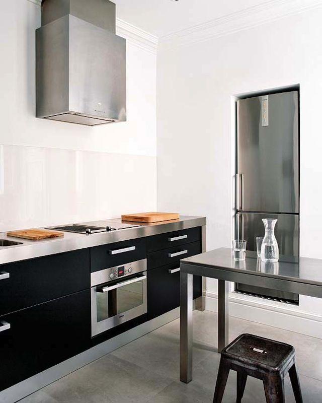 Reforma cocina en apartamento reformado con encimera de acero ...