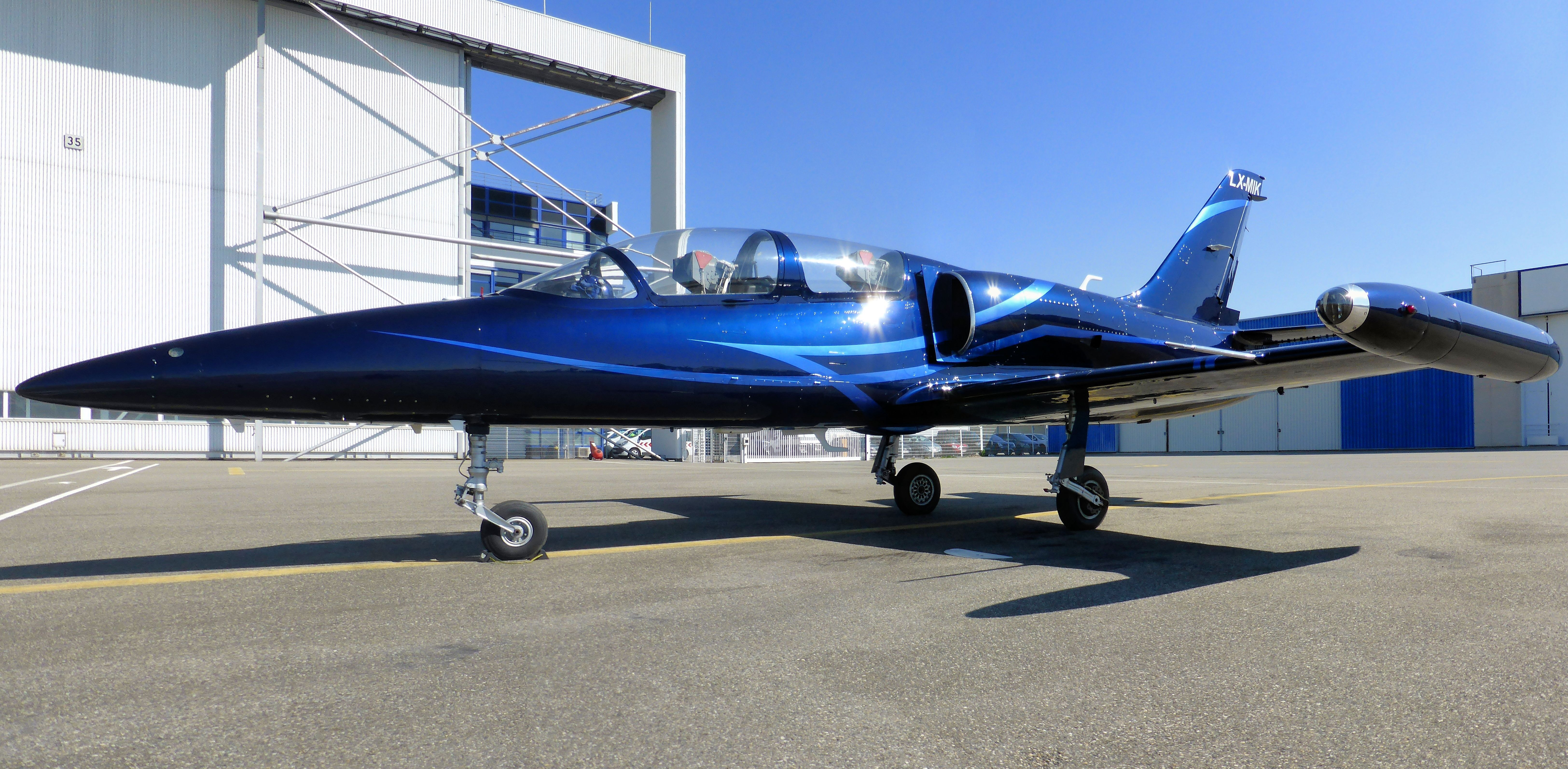 Britten norman as the company s official paint scheme design company - Lx Mik Wearing A Beautiful New Color Scheme