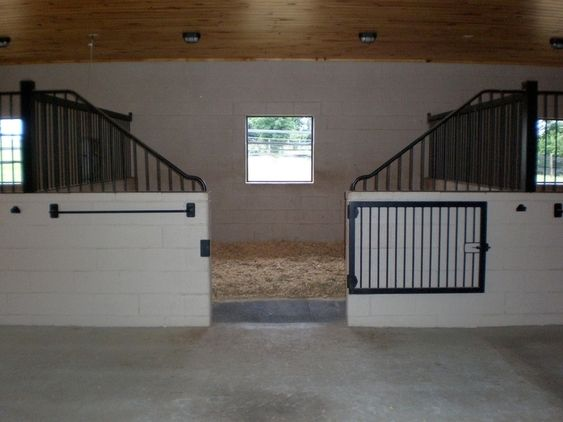 30 Acre Horse Farm In Shelby Nc Cinderblock And Metal Gated Stalls Nice Horse Barn Ideas Stables Luxury Horse Barns Horse Barns