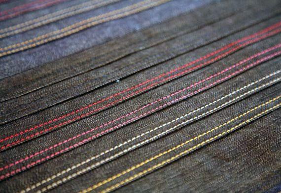 Yksi muotimaailman kiinnostavimmista tulokkaista, kohta vuoden päivät toiminut NOMO Jeans, lupaa ratkaista huonosti istuvien farkkujen kirouksen. Tämä Helsingissä tukikohtaansa pitävä yritys valmistaa asiakkaidensa toiveet huomioivia, juuri heidän mittojensa mukaan valmistettuja farkkuja.