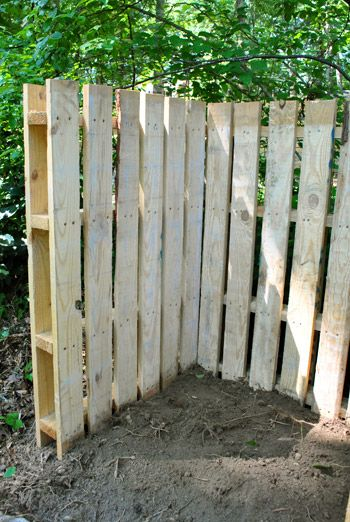 Wood pallets as fencing - makes a perfect divider for separate spaces in the garden. I love this!