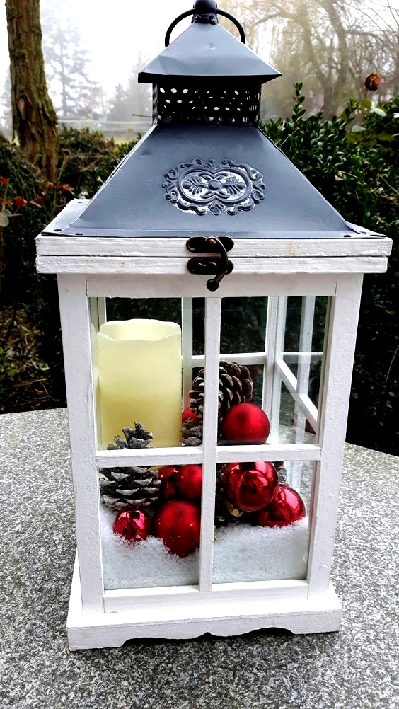 Cheap And Easy Diy Outdoor Christmas Decorations Ideas Lan In 2020 Christmas Decorations Diy Outdoor Christmas Lanterns Christmas Decor Diy