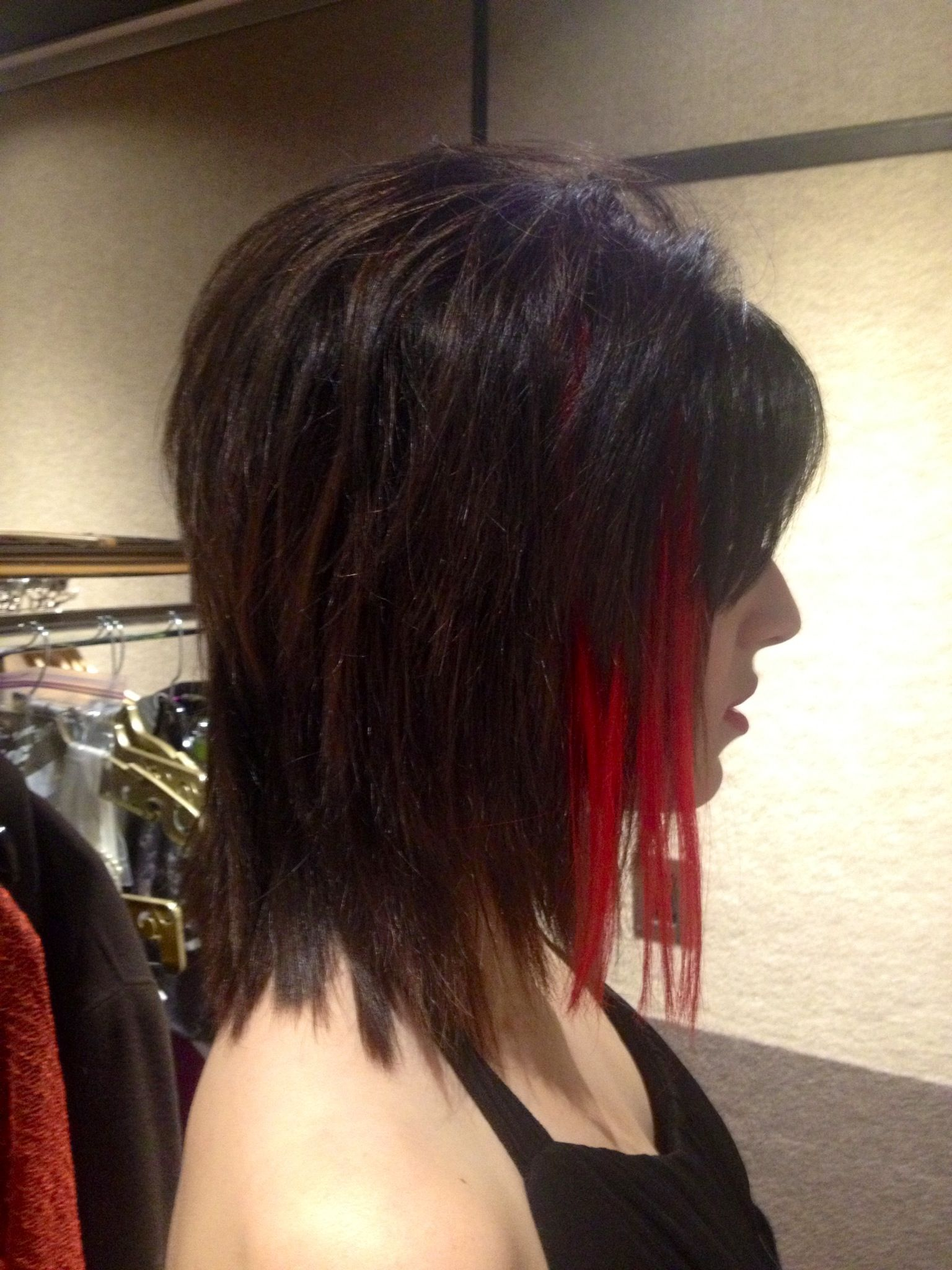 Disconnected haircut with punky color red hair extension bobs