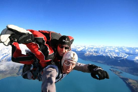 Skydive Over Queenstown From Up To 15 000ft Between The Adrenaline Rush And The View Of The Surrounding Best Places To Skydive Lake Wakatipu Adventure Sports
