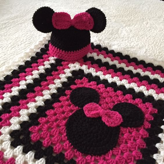 Minnie Mouse Hat and Blanket | Baby girl crochet blanket
