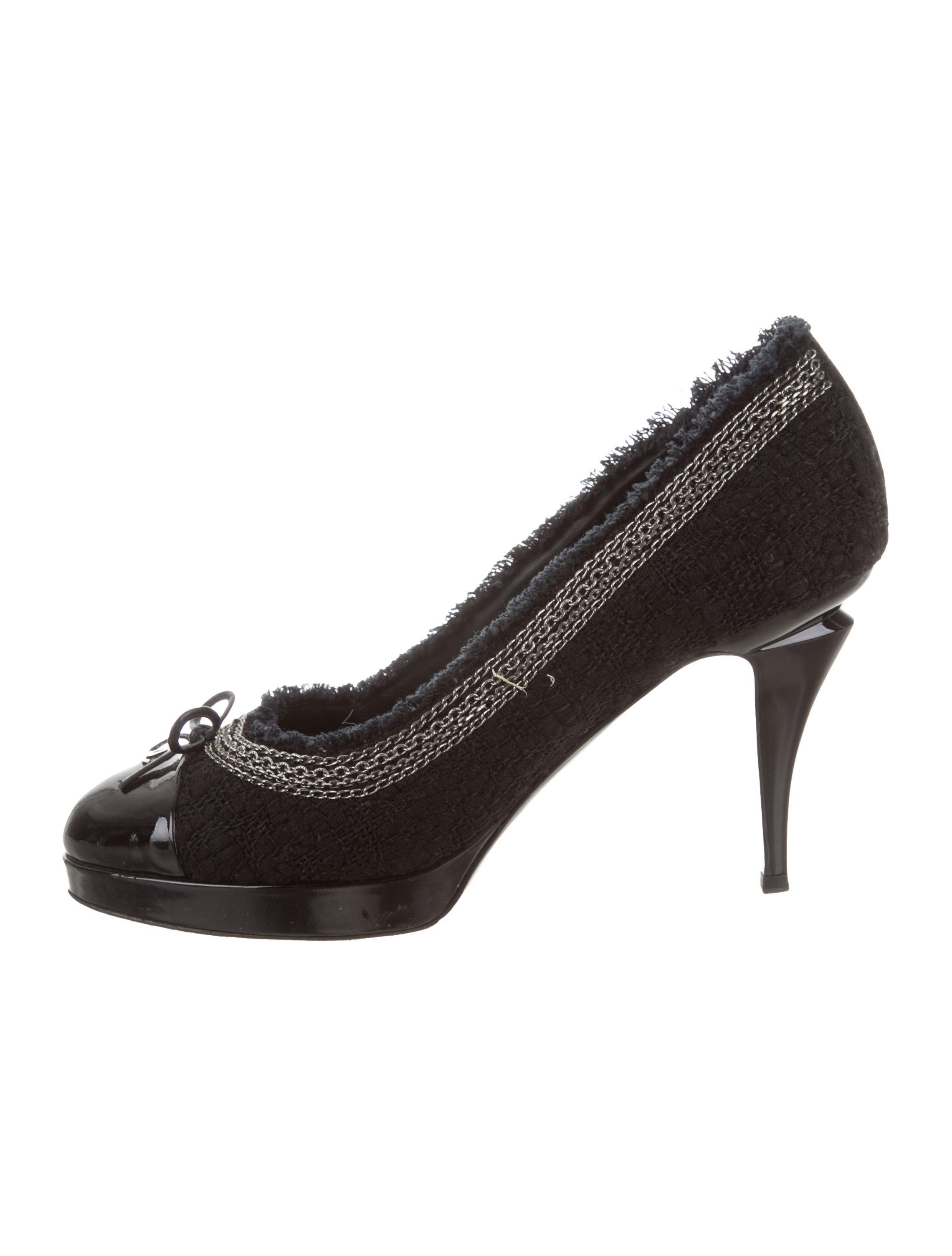 910eac476a61 Black and midnight tweed and patent leather Chanel round-toe platform pumps  with cap toes