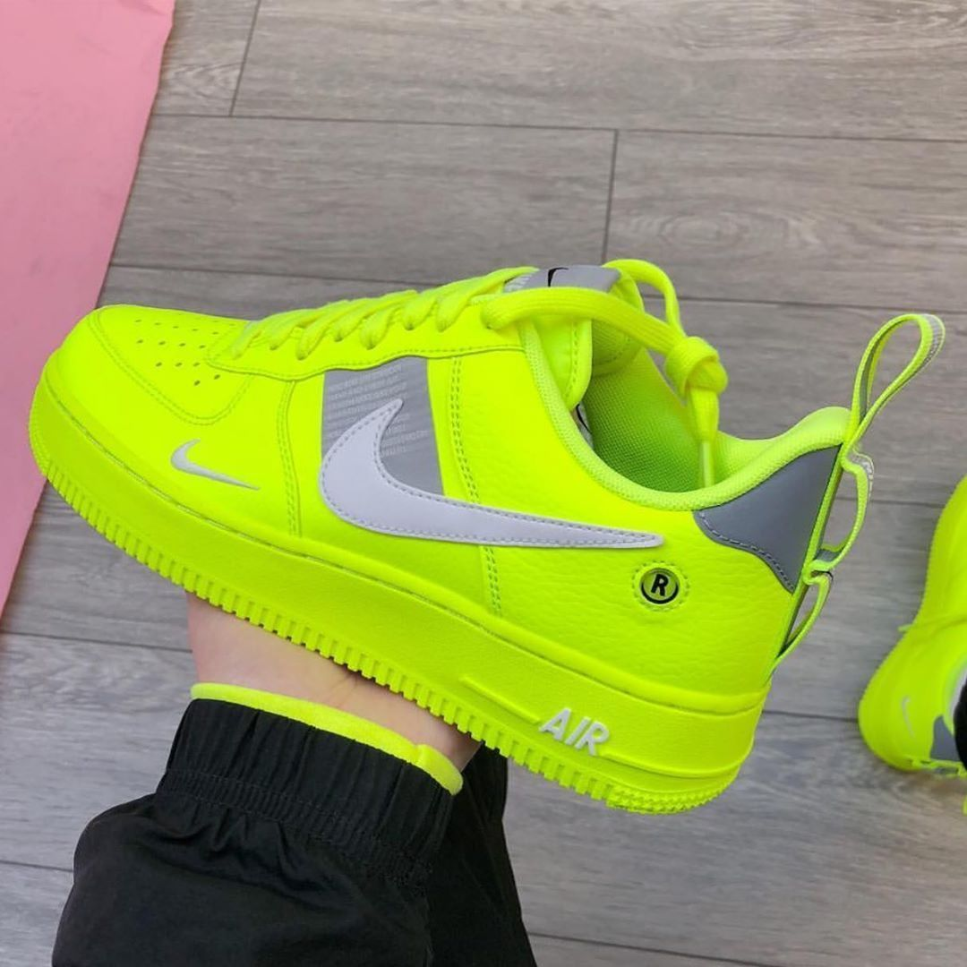 Tênis Nike Air Force 1 amarelo