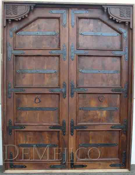 The Puerta Indonesia are Mediterranean doors with an old world influence featuring hand-carved corner arch designs and custom hand-forged iron straps. & puerta--manufactured-from-mesquite   Vasco Remodel   Pinterest ... pezcame.com