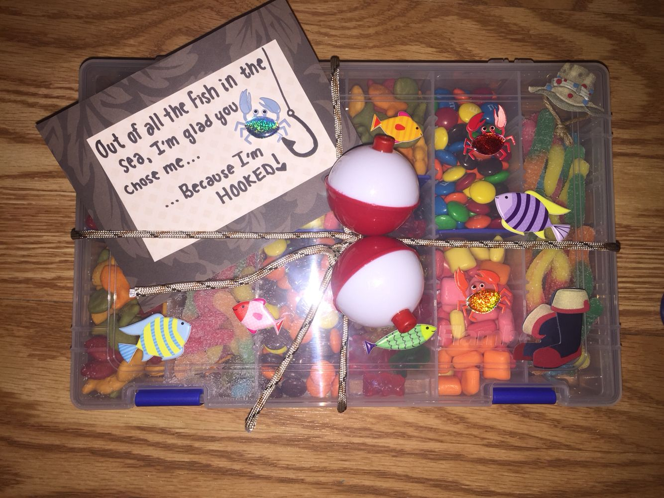 A little gift idea I made for Easter. Materials includes: tackle ...