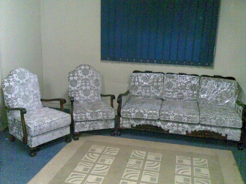 Antique 3 Piece Lounge Suite for sale by owner. The suite