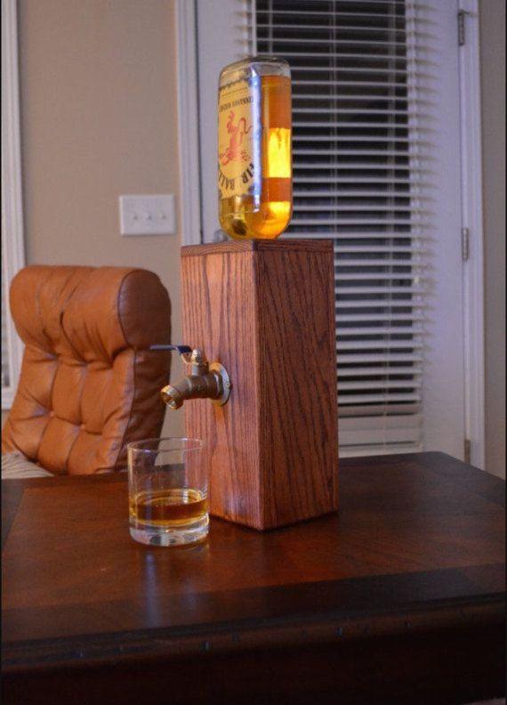 Benutzerdefinierte Whisky dispenser von Dixiewooddesign auf Etsy
