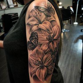 Photo of Lilien und Schmetterlinge Tattoo von @joannakayart