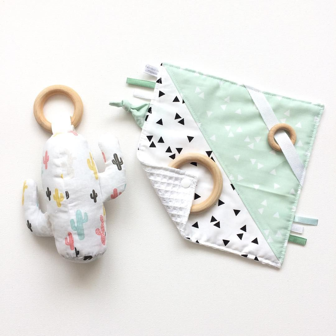Baby toys. Cactus rattle with teether and taggie blanket #fabrictoys