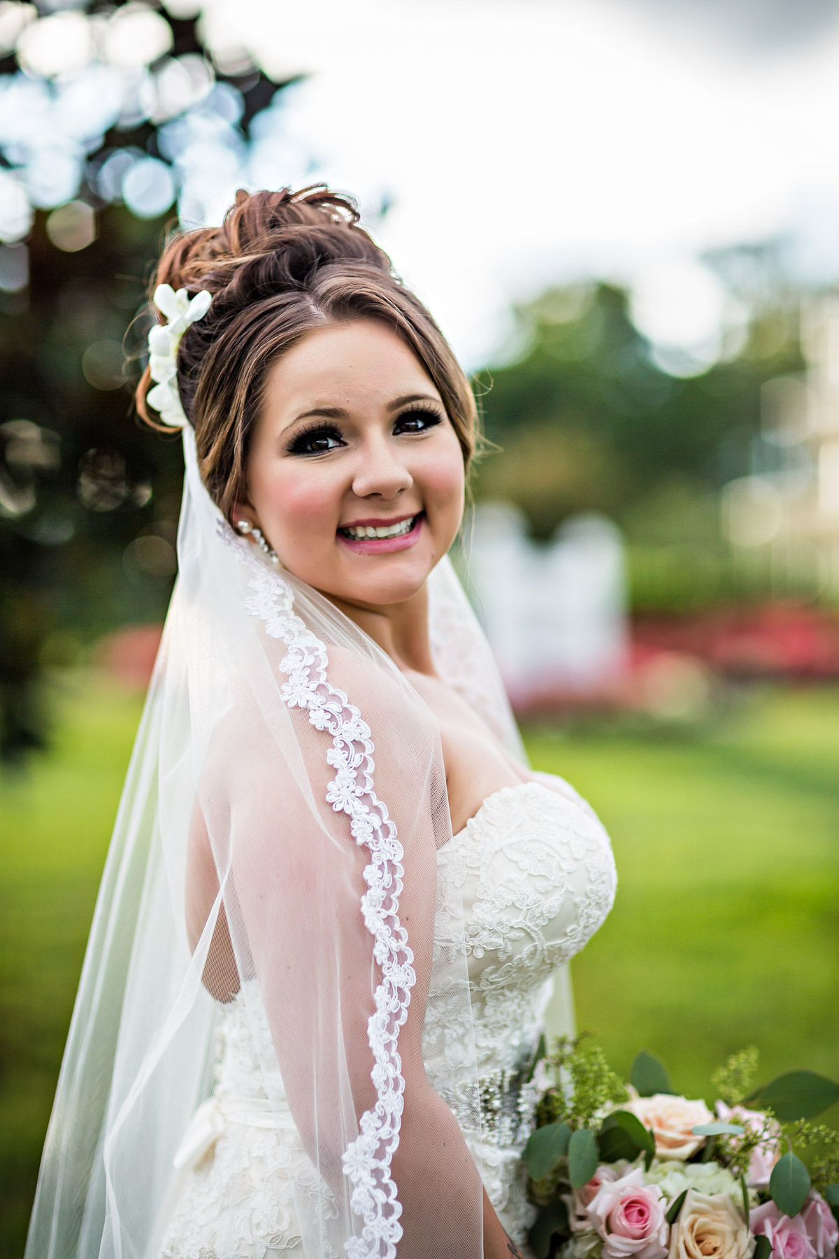 we love this smoky bridal makeup look // photo by bill