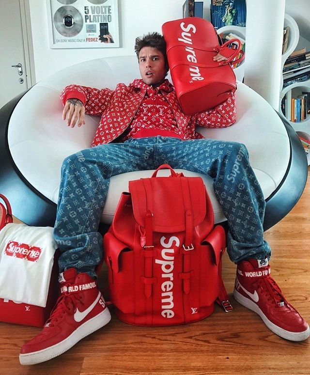 Instagram Media By Solelysneakers Mood Solelysneakers Supreme Photo Fedez Supreme Clothing