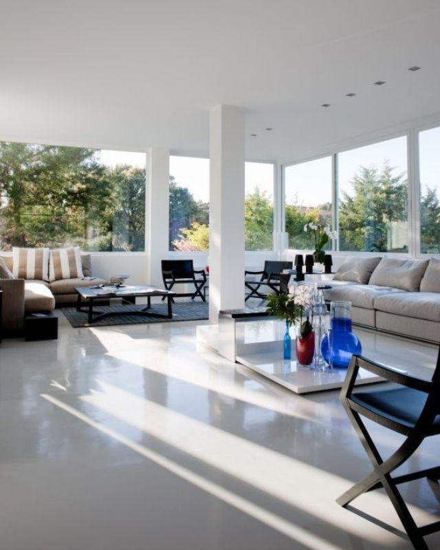 Grosse Fenster Geraumig Wohnzimmer Boden Belag Glanz Luxus Villa