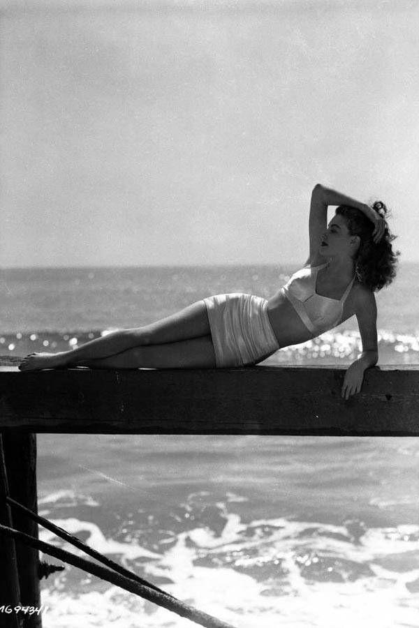 Bathing Beauties: Your Last Chance Sunspiration - Elle