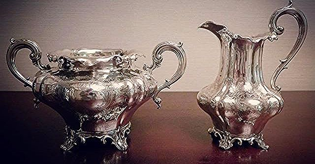 SOLD クリーム&シュガー スターリングシルバー 1840年ヴィクトリアン ロンドン EdwardEdwardjuniorJhon & William Barnard . 有機的で優雅な曲線が印象的 たっぷりとした贅沢な造りのセットでした . #シュガーボウル #sugarbowl  #ティータイム #teatime #ティーサロン #tea #紅茶 #アフタヌーンティー #英国紅茶#sterlingsilver #スターリングシルバー #アンティークシルバー #純銀 #ヴィクトリアン #victorian #antique #アンティーク #イギリス #英国 #antiqueshop #antiquestore #アンティークショップ #アンティークのある暮らし #velvetknot #ベルベットノット