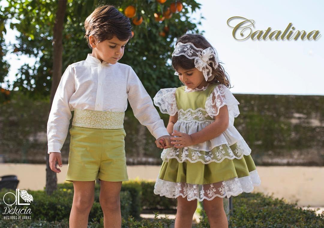 ¿Conoces a Catalina? Visita nuestra web y descúbrela. #arras #niñosdearras #siquiero #pedidademano #modahechaenespaña #modainfantilespañola #modaonline #madeinspain #hermanos #vestidosinvitadas #invitadasdeboda #ideasboda #love #hermanos #lazos #vestidosconlazo #verde #green #tul #mecaso #fotosdeboda #instawedding #damitasbodas #damasdehonor #blognovias #blogbodas #vestidodenovia #decoraciondebodas