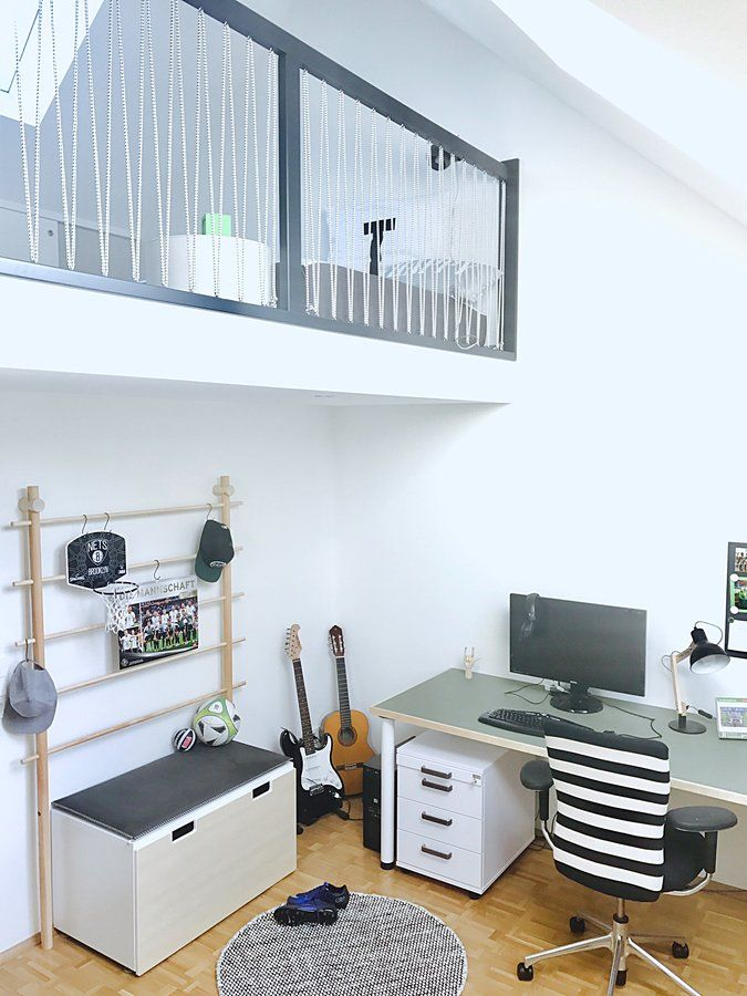 jungen zimmer mit empore kinder jugendzimmer pinterest empore kinderzimmer und hochbett. Black Bedroom Furniture Sets. Home Design Ideas