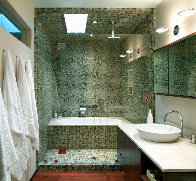 kleines Bad Mosaikfliesen Badmöbel dunkles Holz Bathroom - badmöbel kleines badezimmer