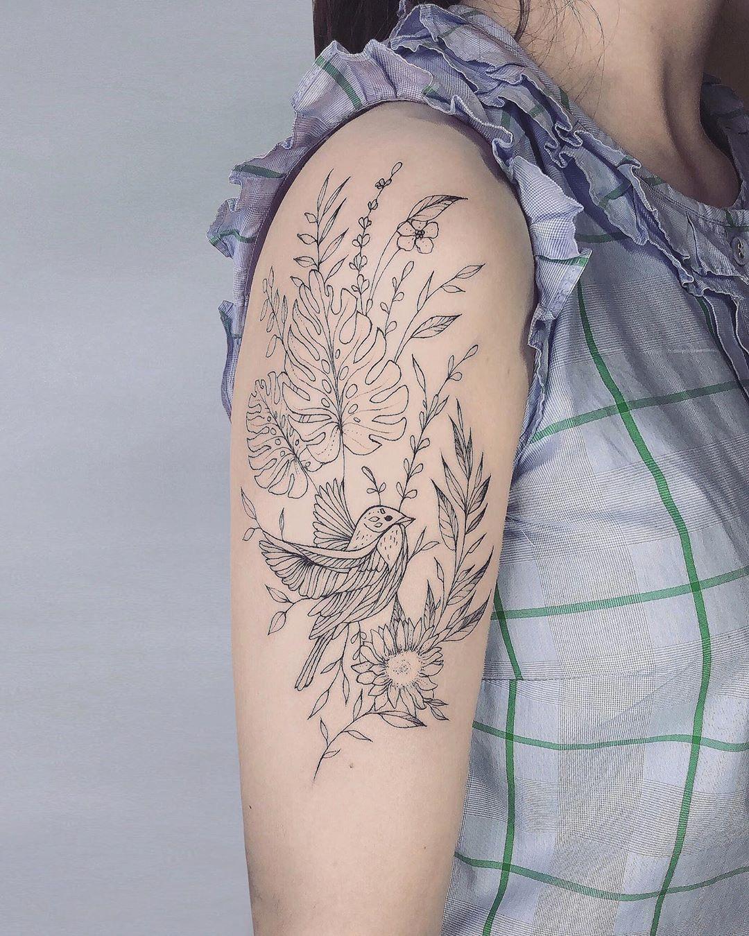 Bird & flowers 💐🤍 . . Bookings : lien dans ma bio |  link in my bio . . #lineflower #singleneedle #prettyflowers #bird #darkartists #blacktattooart #tattoodo #radtattoos #tattoo2me #btattooing #skinartmag #inkjunkeyz #thebesttattooartists #TAOT #tattooideas #onlyblackart #tattrx #flowerbouquet #floraltattooart #tattoooftheday #floraltattoos #tinyflowers #birdstattoo #flowerlove #fleurnoiretattoo #devinetatts #inkstinctsubmission #inkus