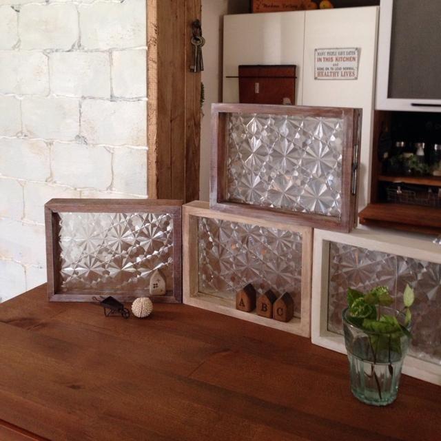 100均の ガラスシート が話題 すりガラス調インテリアを簡単手作り