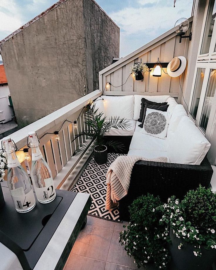 The Best Decorated Small Outdoor Balconies on Pinterest #apartmentpatiodecorating