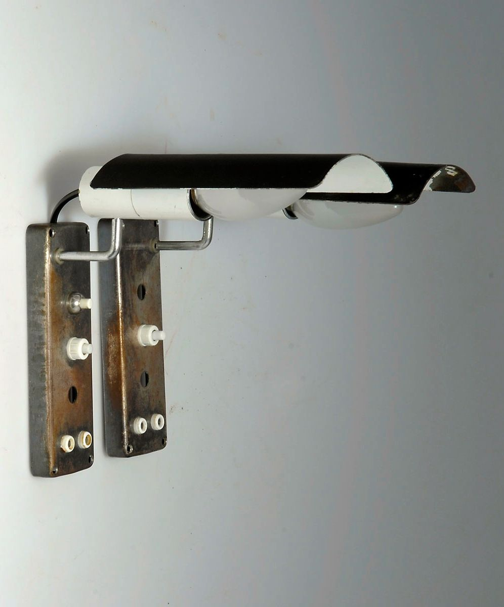 Gino Sarfatti; #222 Chromed and Enameled Metal Wall Lights for Arteluce, 1950.