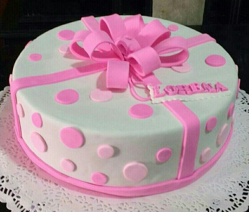 Torta decorada en lazos
