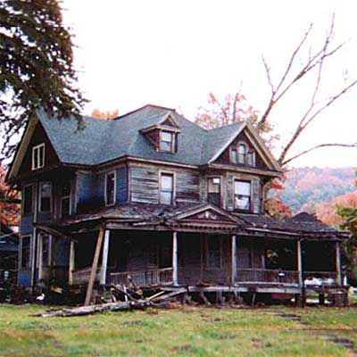 31 Scary Houses Turned Into Spectacular Homes Scary Houses Abandoned Houses Old Abandoned Houses