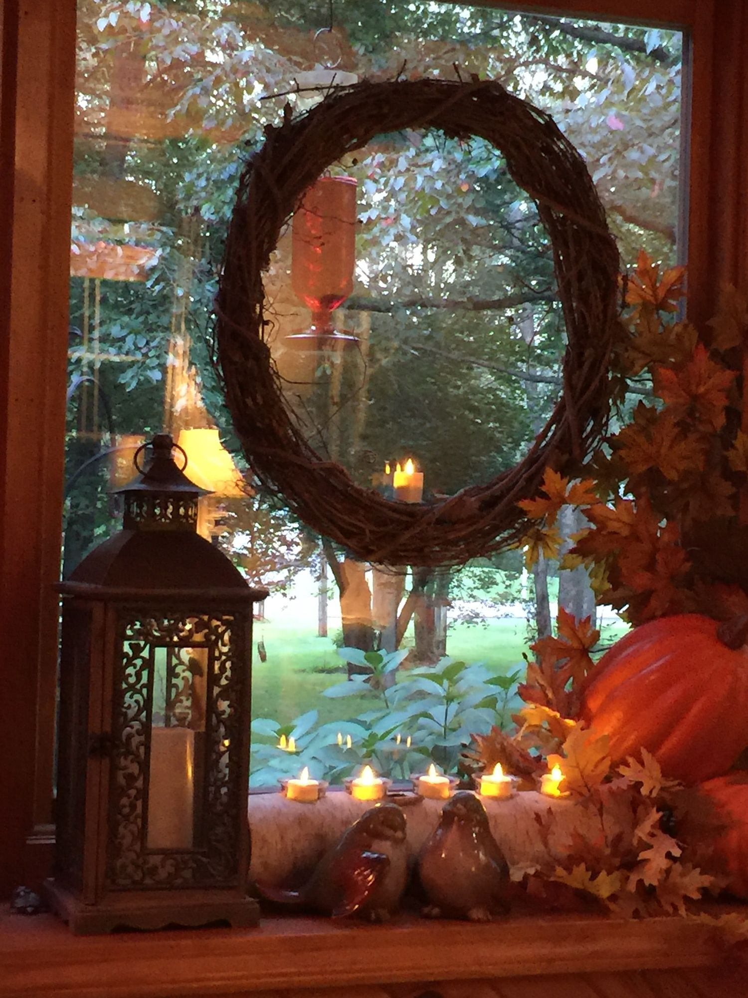 Fall bay window decoration | Bay window decor, Bay window ...