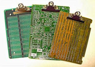 Prancheta feita com placas de circuito impresso