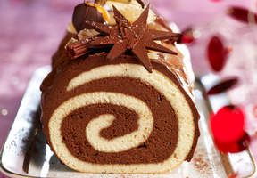 Nos 40 meilleurs desserts de Noël   Christmas desserts, Yule log cake, Desserts
