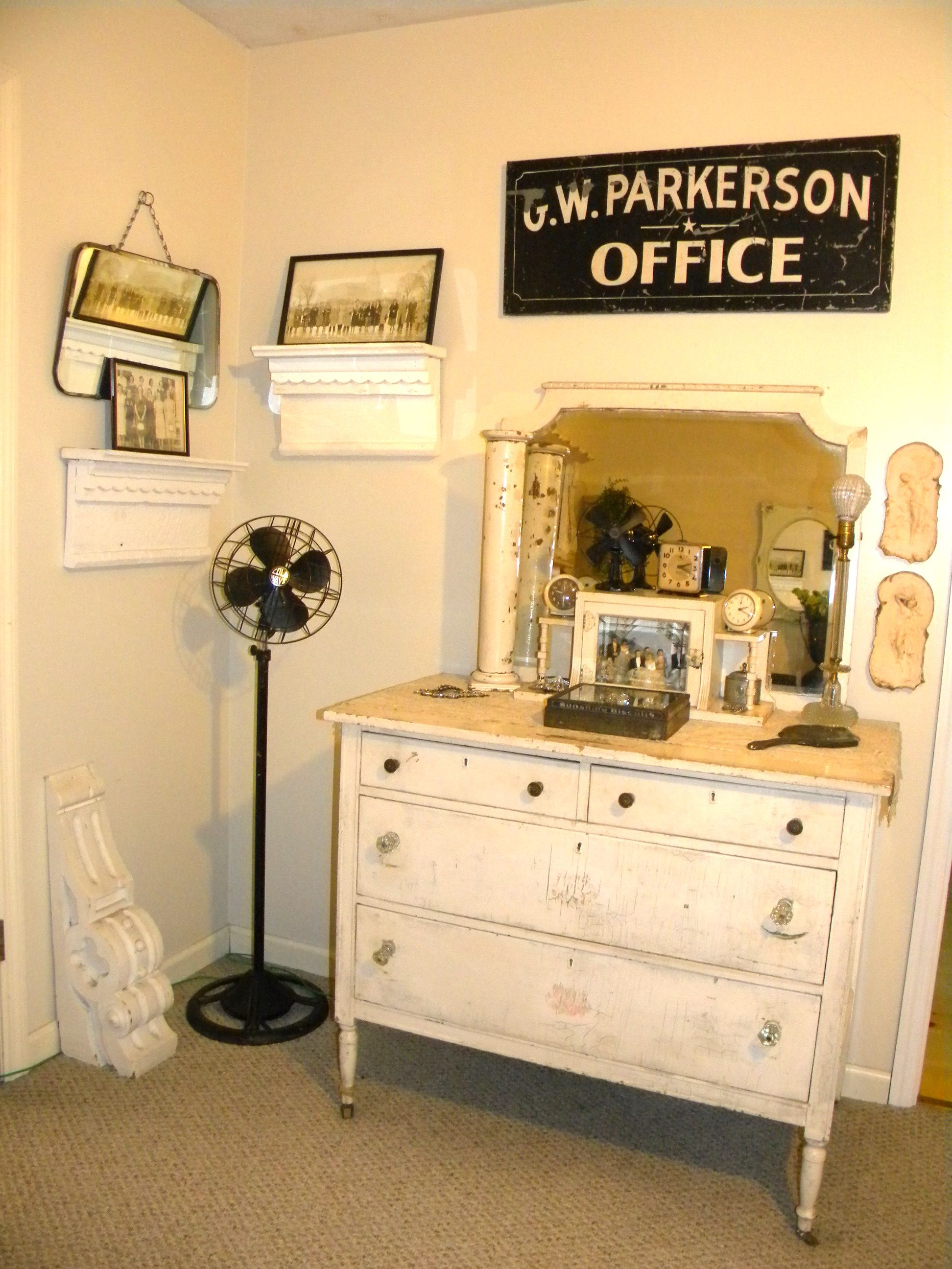 a nice little shabby makeup stand. | for my home. | Pinterest ...