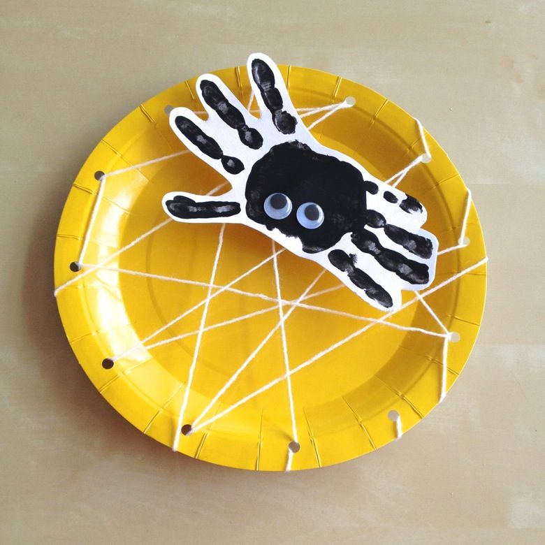 handprint spider paper plate spiderweb craft for halloween. Black Bedroom Furniture Sets. Home Design Ideas