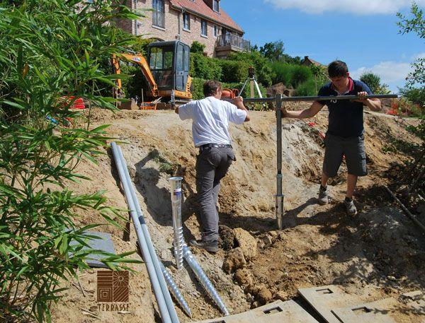 Pose De Vis De Fondation Krinner Pour Accueillir La Structure DUne