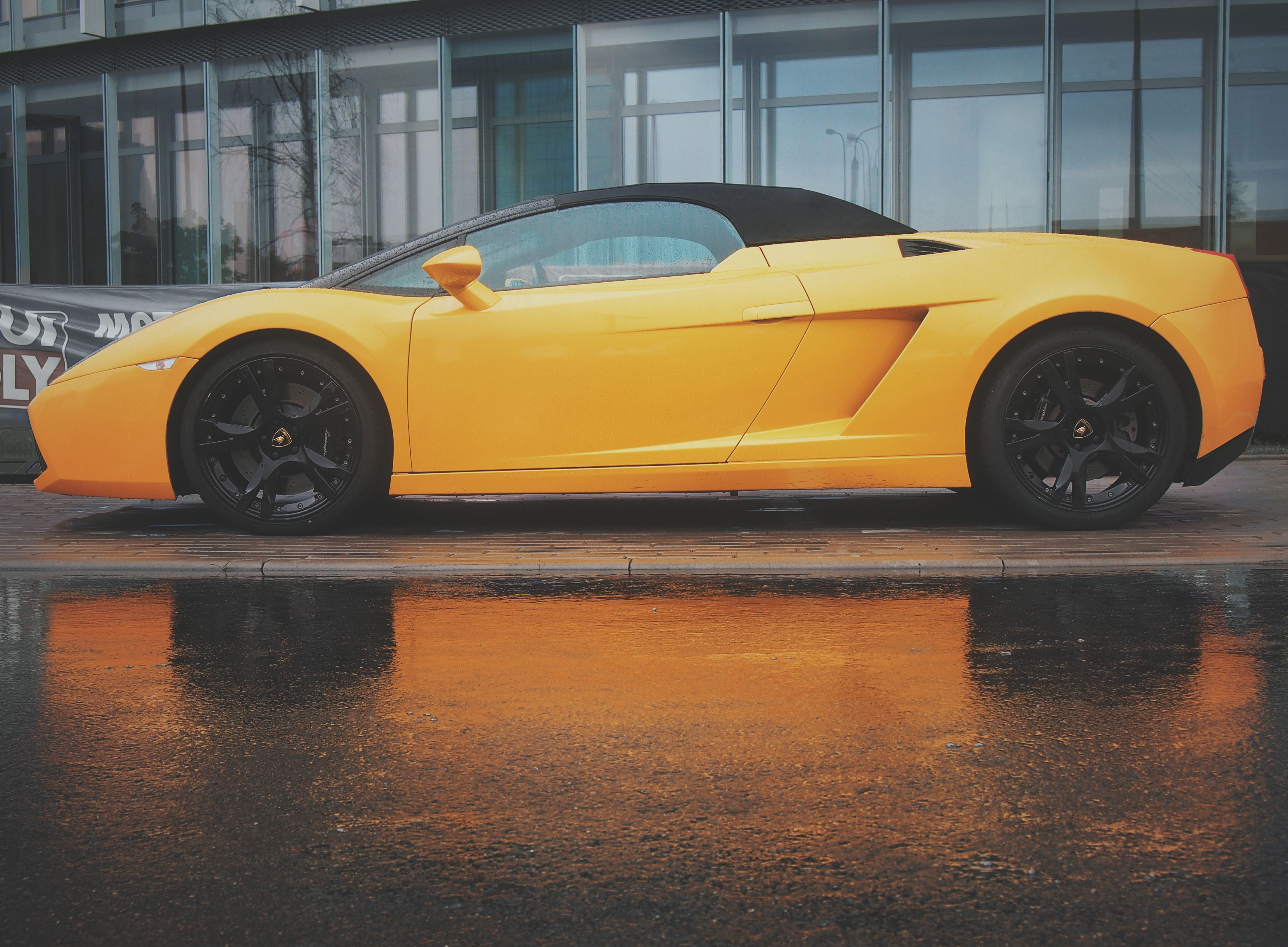 Charming Lamborghini Gallardo Spyder / Engine: NA 5.0L V10 512hp / Max Speed: 314