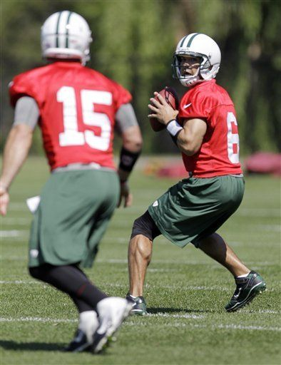 New York Jets quarterbacks Mark Sanchez 23670644a