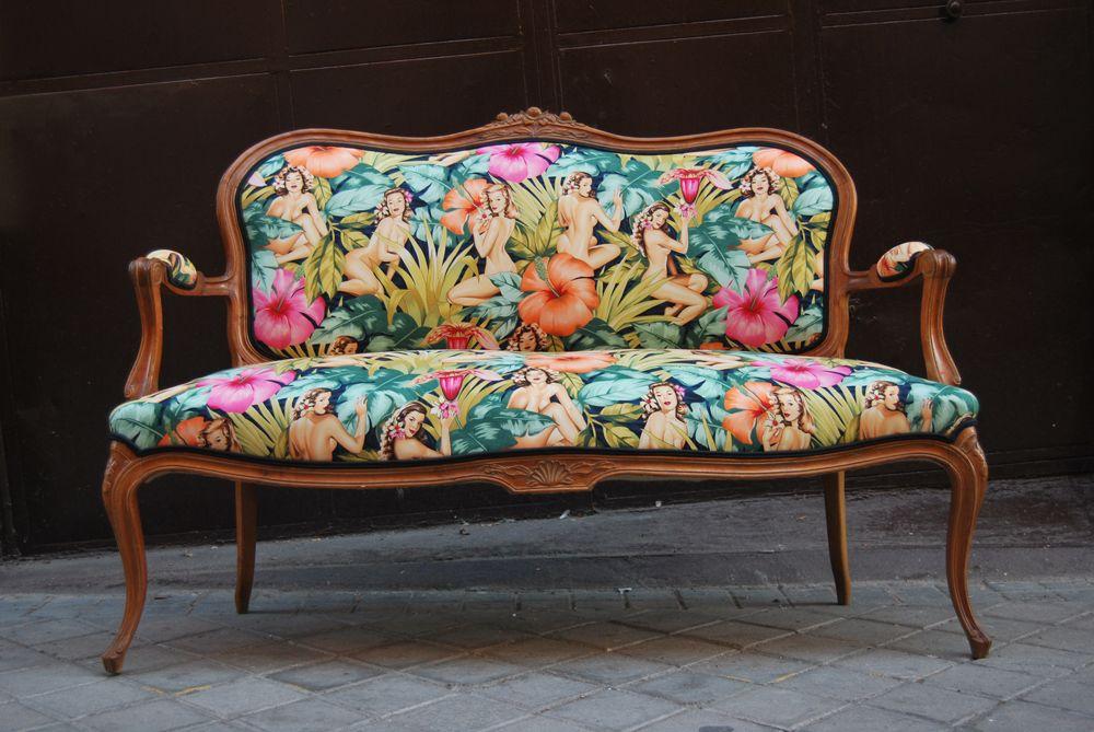 La tapicera sofa luis xv tapizado con tela de pin ups for Sillones antiguos tapizados