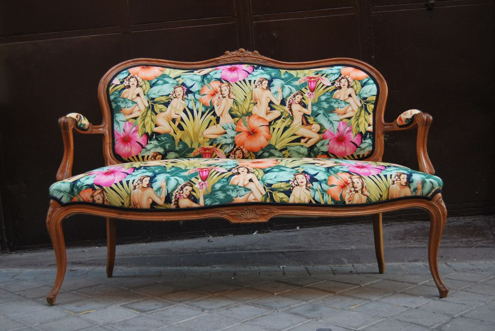 La tapicera sofa luis xv tapizado con tela de pin ups for Telas para sillones