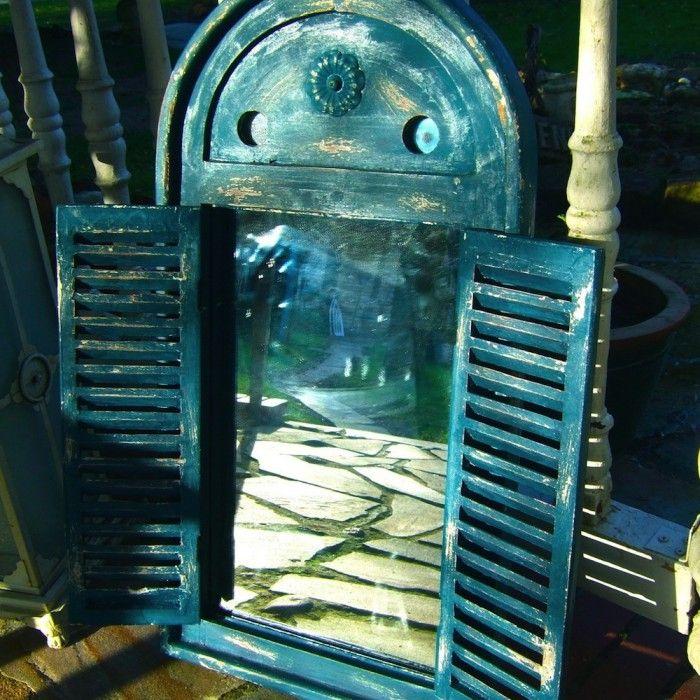 spiegelfenster in tollem griechisch blau wandspiegel im bad fenster als spiegel wohnung. Black Bedroom Furniture Sets. Home Design Ideas