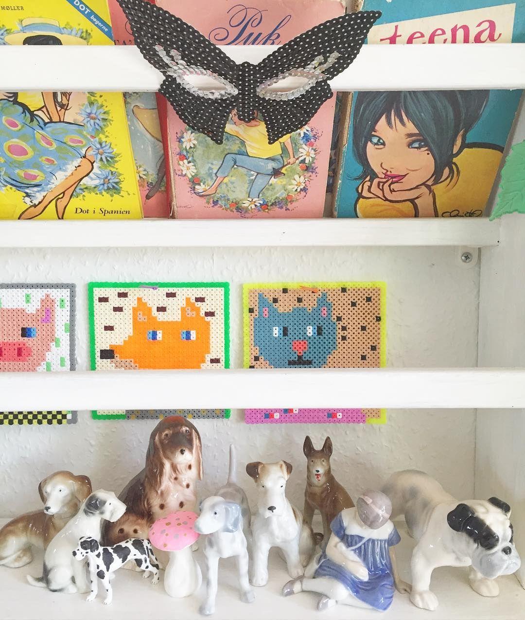 #porcelænshunde #bingoggrøndahl #perleplader #dotbøger #pukbøger #teenabøger #loppefund #arvegods #aliceelskerfarver