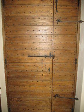Portes d 39 entr e et de masse en bois dans le lub ron - Hole d entree ...