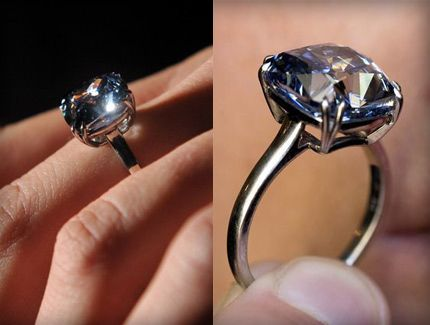 Blue Diamond Ring Breaking The Bank At 9 49 Million Dollars And