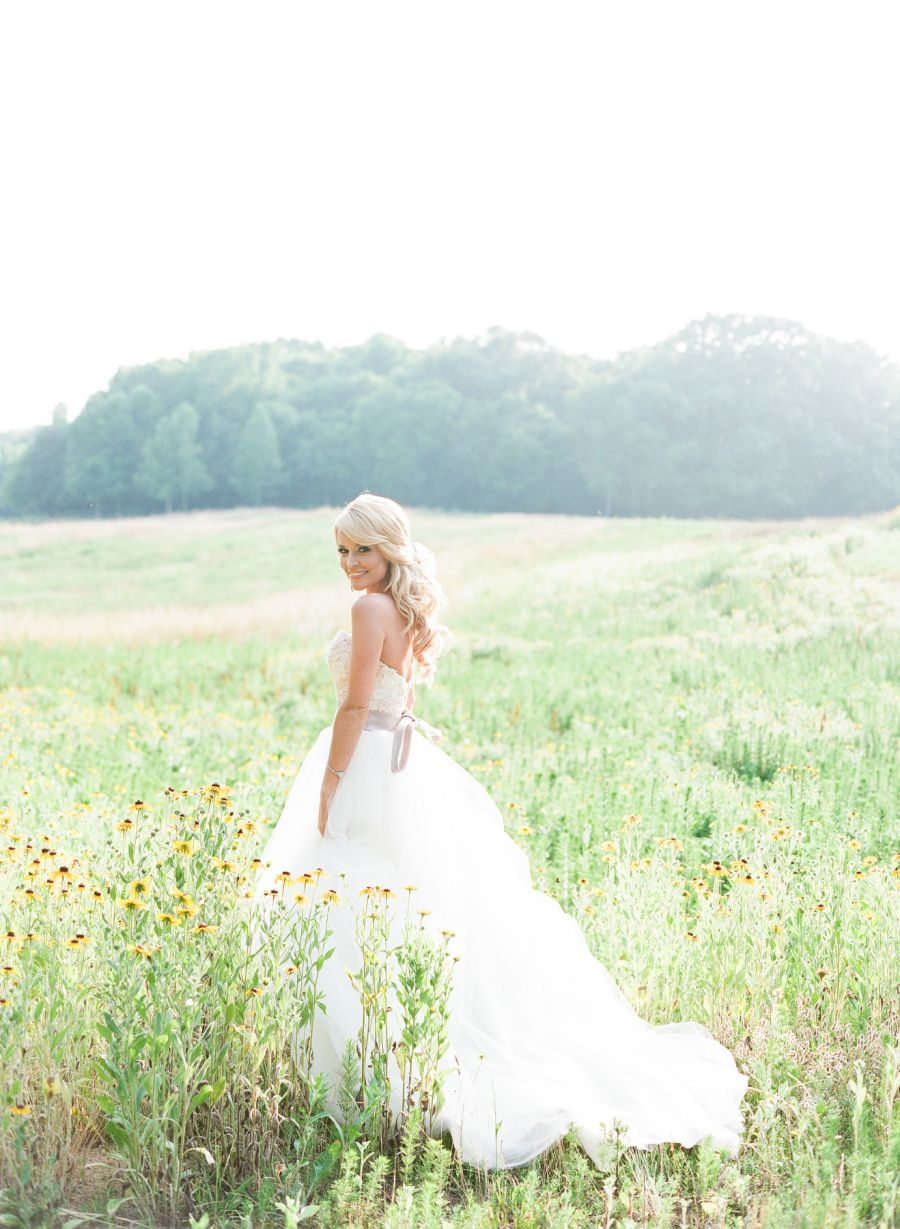 Emily Maynard S Surprise Wedding To Tyler Johnson Surprise Wedding Emily Maynard Wedding Picture Poses