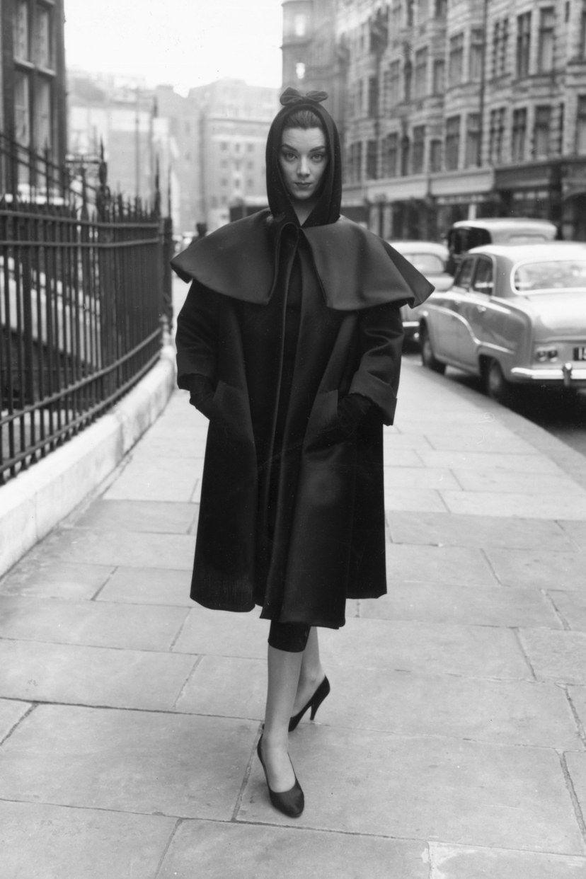 local Algebraico moverse  Cristóbal Balenciaga's couture legacy in 10 vintage photos | Balenciaga  vintage, Vintage street fashion, Balenciaga coat