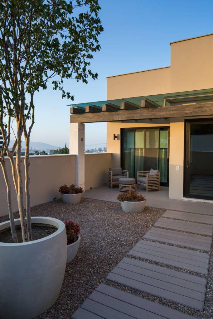 Terraza terrazas de estilo por rousseau arquitectos - Patios de casas modernas ...